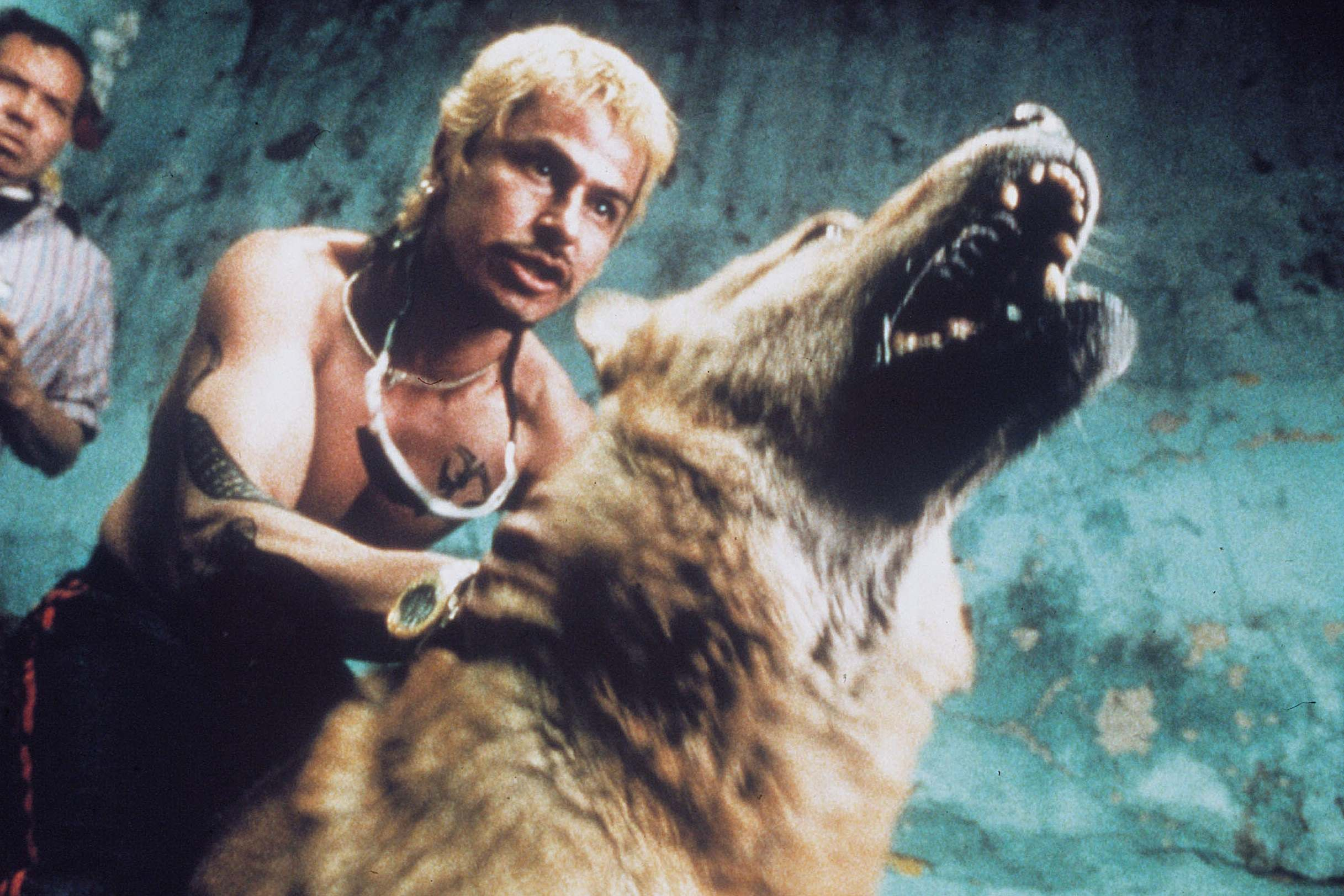 READ >> Iñárritu Celebrates 20th Anniversary of 'Amores Perros' with a Reunion